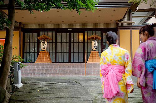 熱海温泉湯宿一番地 玄関前