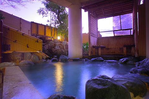 紅葉の湯の夕景