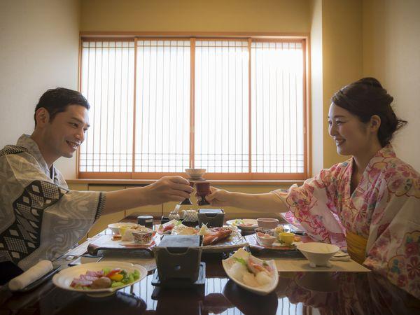 お食事処はスイートルーム専用個室席で贅沢にお食事を満喫できます。