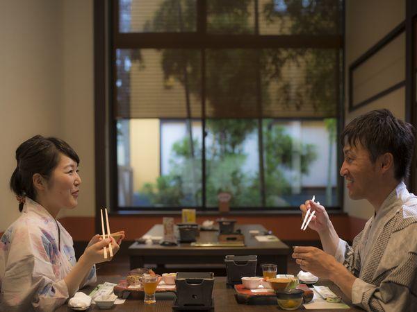 お食事はおふたりの時間を楽しめる個室席を確約。