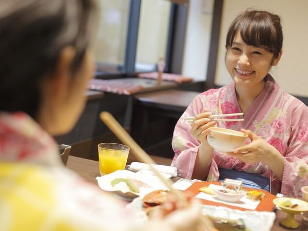 【母娘旅】上質なお料理を民芸調でお洒落な食事処「志ほみ茶屋」でお楽しみ下さい。