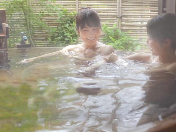 【公式割引オプション】(有料)広くて人気の貸切露天風呂、美肌の湯につかりながら語らいのひと時を満喫出来ます。
