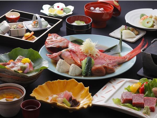 お食事は名物の金目鯛の姿煮など伊豆の味覚をお楽しみください。