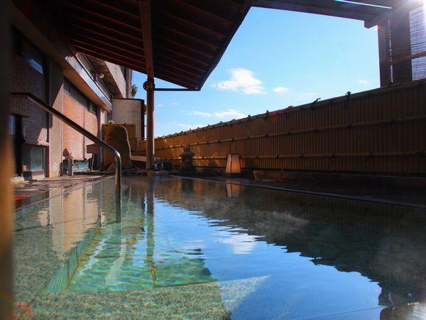 2本の自家源泉から引いた温泉を2種類の大浴場と露天風呂でお楽しみください。