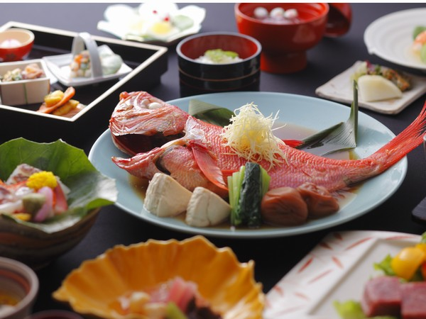 お料理は名物の金目鯛の姿煮など伊豆の味覚を満喫してください。